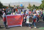 پیاده از خانه تا مدرسه در دبستان های امام علی و شهید مرتجز کازرون/ عکس: ایمان مرتجز