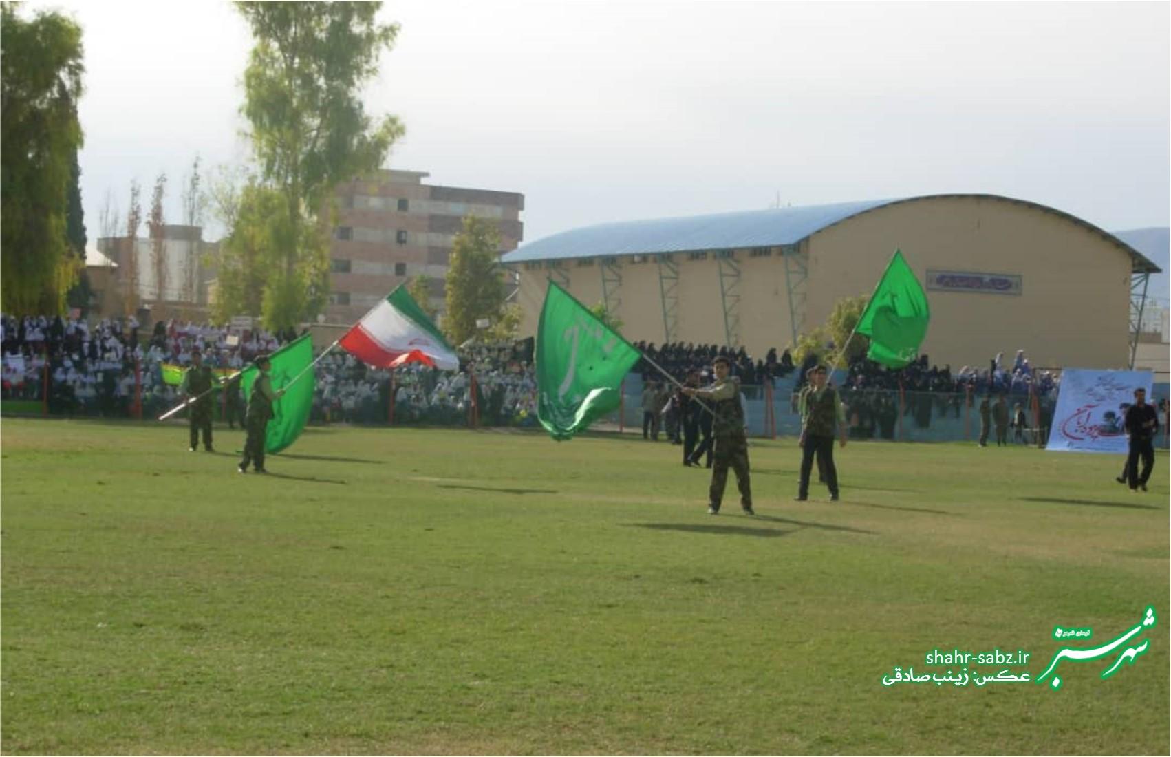 تجمع ضداستکباری دانش آموزان کازرون در 13 آبان1397/ عکس: زینب صادقی