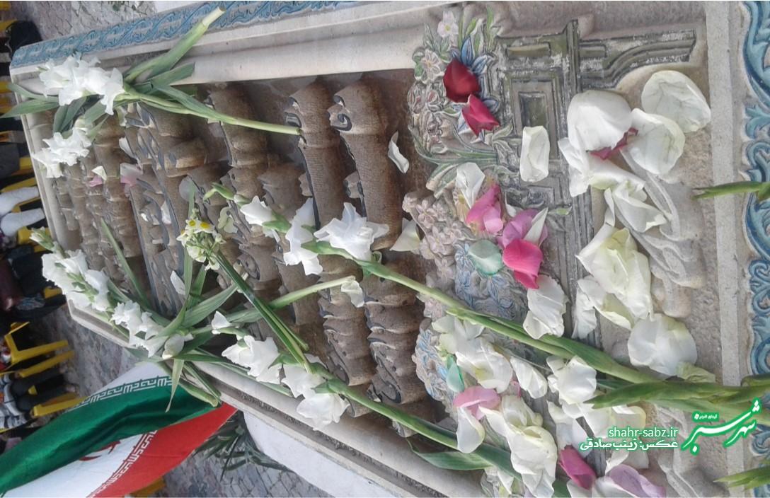 مقبره ناصر دیوان کازرونی/ بزرگداشت ناصر دیوان کازرونی/ عکس: زینب صادقی
