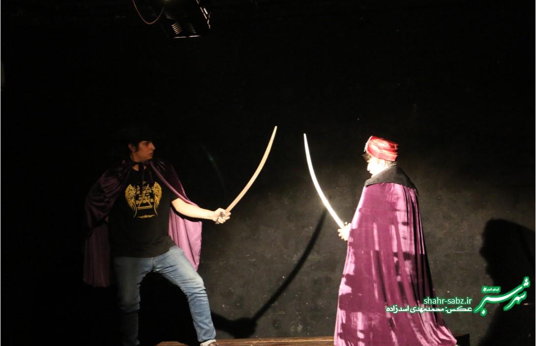 نمایش زندگی در تئاتر/ حنیف سلطانی سروستانی و سروش عباسی/ عکس: محمدمهدی اسدزاده